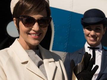 Ana Ribera aterriza en Madrid acaparada por los flashes